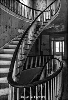 Raquel_Gonzalez_Stair-Curves_Honorable-Mention_March-Black-and-White_20180303